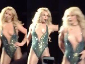 Britney Spears a seno scoperto: piccolo incidente per la cantante durante un concerto
