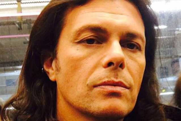 Gianluca Grignani ferma il tour acustico, rinviate le date di aprile e maggio