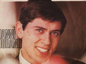"""Gianni Morandi sulla copertina del singolo """"Un mondo d'amore"""" (dettaglio)"""