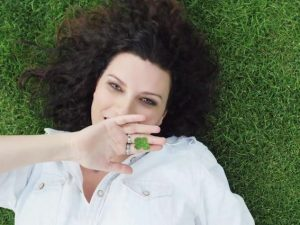 """Il video di """"Simili"""" della Pausini oltre i 20 mln: si conferma quello """"italiano"""" più amato"""