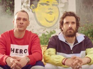 """Fabri Fibra e Thegiornalisti: """"Pamplona"""", il singolo estivo del rapper più odiato d'Italia"""