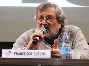 """Francesco Guccini si ritira, questa volta per sempre: """"Non suono più neanche a casa"""""""
