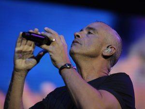 """Eros Ramazzotti è guarito: """"Ho ripreso a suonare dopo l'operazione alla mano"""""""