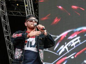 """Rocco Hunt presenta """"Niente da bere"""", il nuovo singolo dedicato alle ragazze madri"""