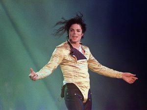 """Un nuovo album di Michael Jackson, intitolato """"Scream"""", potrebbe uscire a fine settembre"""