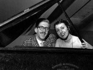 Il maestro Bruno Canfora con la cantante Elsa Peirone (Lapresse)