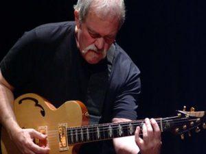 Addio a John Abercrombie, leggendario chitarrista jazz-rock