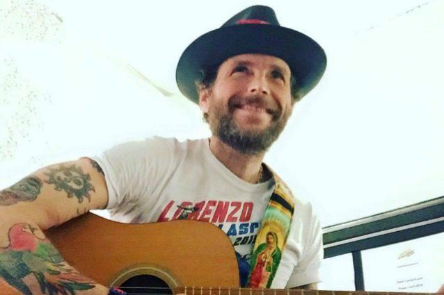 """Lorenzo Cherubini annuncia ai fan: """"Vi trascurerò per un po', sto lavorando al nuovo album"""""""