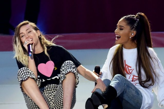 Da Miley Cyrus ad Ariana Grande, i vincitori dei 'Teen Choice Awards 2017'