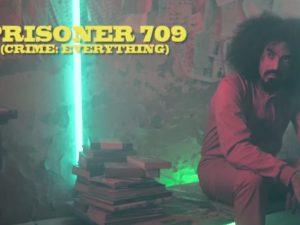 """Caparezza presenta il video del singolo """"Prisoner 709"""" e mette la musica in prigione"""