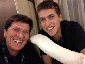 Gianni Morandi e il figlio Pietro (Facebook)