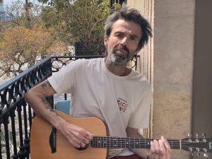 Pau Dones degli Jarabedepalo torna con Vuelvo dopo il ritiro