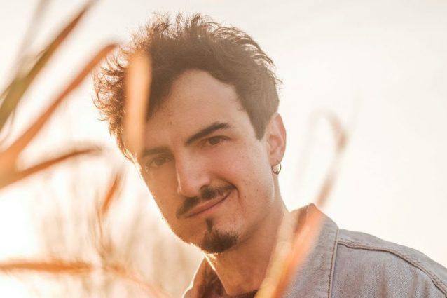 Folcast canta Scopriti a Sanremo Giovani: il testo della canzone in gara tra le Nuove Proposte