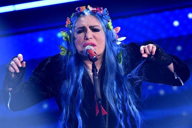 Il medley di Loredana Bertè a Sanremo 2021: la cantante si mangia il Festival