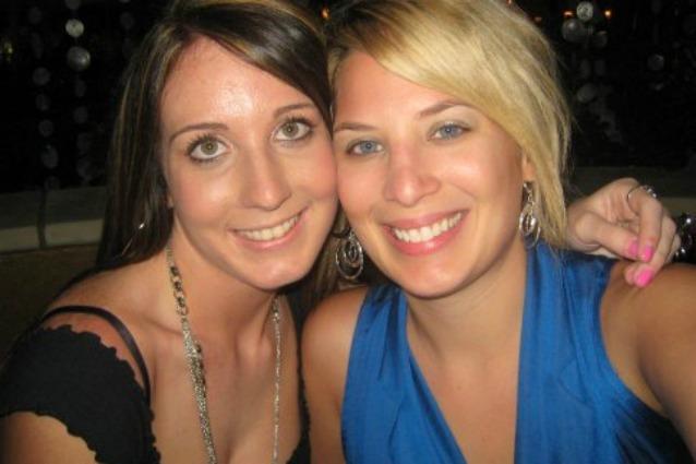 Jena Marie Furlong (a sinistra), Gina Zammit (a destra)