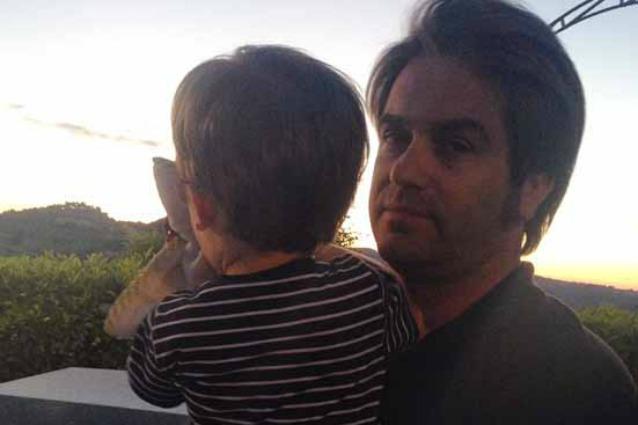 Patrick Pugliese e il figlio Leone coinvolti in un incidente stradale, stanno bene