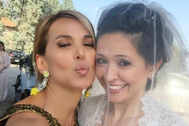 Barbara D'Urso festeggia le nozze della sorella Eleonora, attrice di teatro e fiction