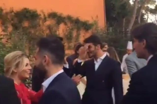 Emma e Stefano De Martino insieme a un matrimonio, l'incontro e i sorrisi in un video