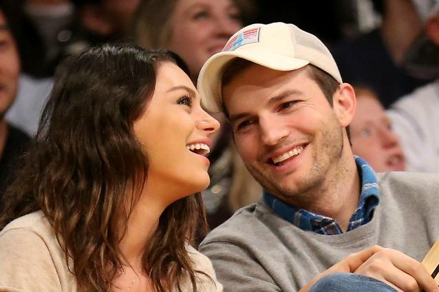 Mila Kunis e Ashton Kutcher aspettano due gemelli: doppia gioia per la coppia di Hollywood