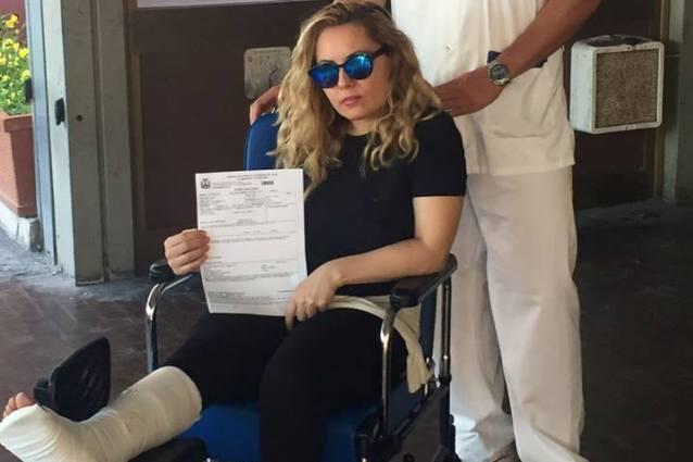 """Incidente per Lisa Fusco che si frattura il piede: """"Urlava disperata: 'Chi mi crederà?'"""""""