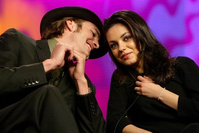 """Mila Kunis: """"All'inizio Ashton Kutcher voleva che uscissi con il suo migliore amico"""""""