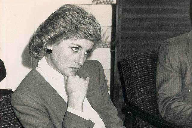 """Libro shock sulla vita sessuale di Lady Diana: """"Ebbe amanti fin dalla nascita di Harry"""""""