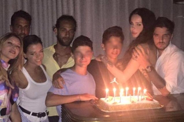 Nina Moric conosce Silvia Provvedi, si incontrano con Corona al compleanno di Carlos