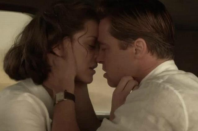 Marion Cotillard e Brad Pitt in una scena del film 'Allied'