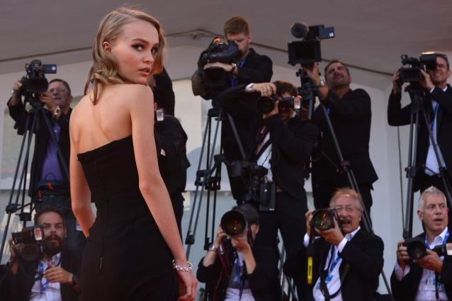 Lily Rose strega Venezia 2016: la figlia di Johnny Depp già diva a soli 17 anni