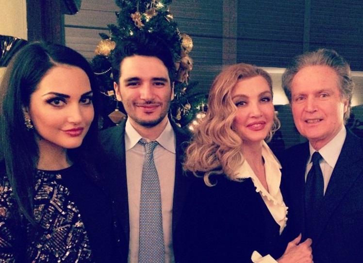 Mily Carlucci con i figli Angelica e Patrick e il marito Angelo Donati