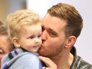 """Buone notizie per Michael Bublé: """"Il figlio Noah avrebbe sconfitto il cancro"""""""
