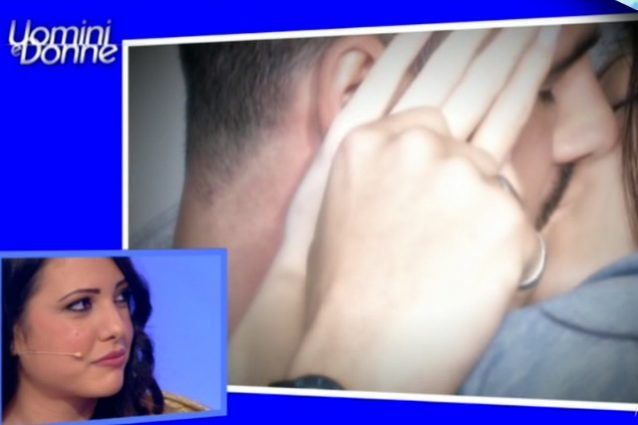 Clarissa e Federico si baciano durante l'esterna