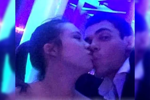 Aurora Ramazzotti bacia Goffredo, studente londinese amico di Asia Nuccetelli