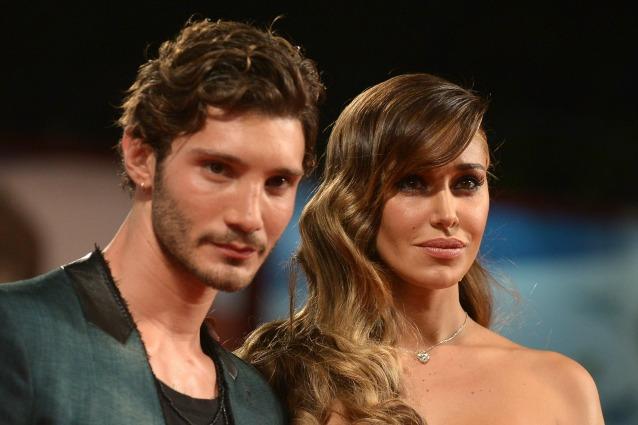 Divorzio Belén e Stefano De Martino, prima udienza per decidere il futuro di Santiago