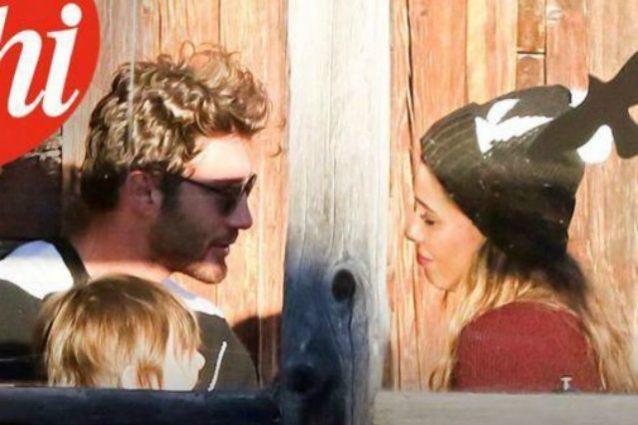 Belén e Stefano di nuovo insieme, sguardi complici davanti a Santiago