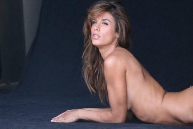 """Elisabetta Canalis posa nuda contro le pellicce di animale: """"Abbandoniamole"""""""