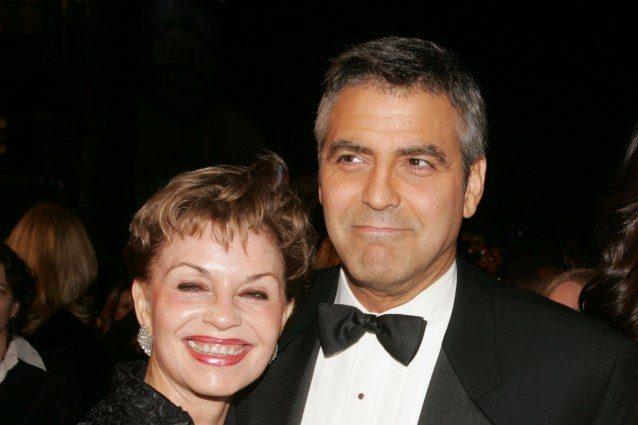"""La mamma di Clooney conferma che Amal è incinta: """"Siamo estremamente felici"""""""
