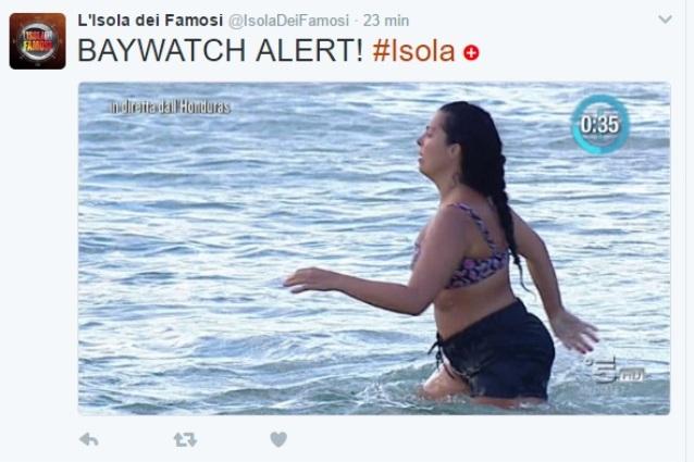 """""""Baywatch alert"""", quando dall'Isola fanno notare che Nancy Coppola non è Pamela Anderson"""