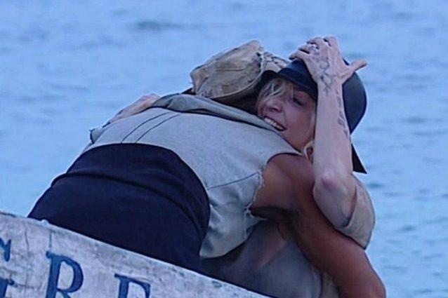 """Paola Barale lascia l'Isola 2017, Raz Degan: """"Vederla mi ha emozionato, tra noi c'è un legame forte"""""""