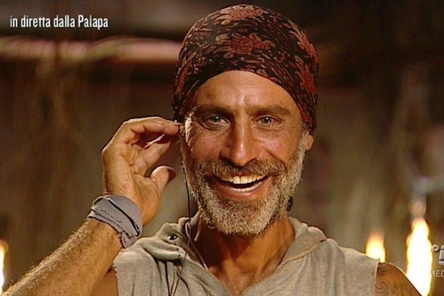 Chi è Ezia, l'amica di Raz Degan che gli ha inviato una toccante lettera all'Isola dei Famosi