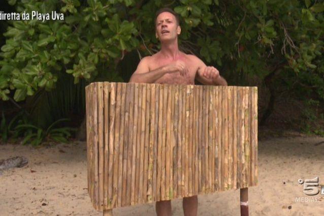 Rocco Siffredi torna all'Isola dei Famosi 2017, ed è subito Playa Desnuda