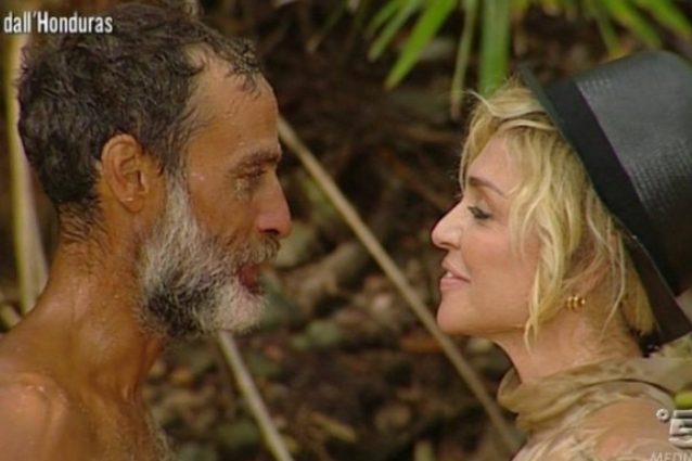 """Raz Degan finalista all'Isola, la Barale lo segue da casa: """"Sono orgogliosa di te"""""""