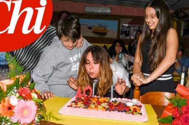 """I 40 anni di Ambra single e con i figli Jolanda e Leonardo: """"Ma credo ancora nell'amore"""""""