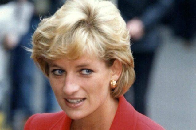 """Nuova tesi sulla morte di Lady Diana: """"L'auto su cui viaggiava era da rottamare"""""""