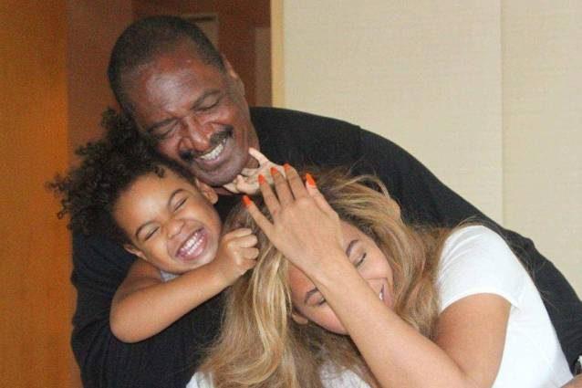 """Il padre di Beyoncè conferma la nascita dei gemelli: """"Finalmente sono qui"""""""