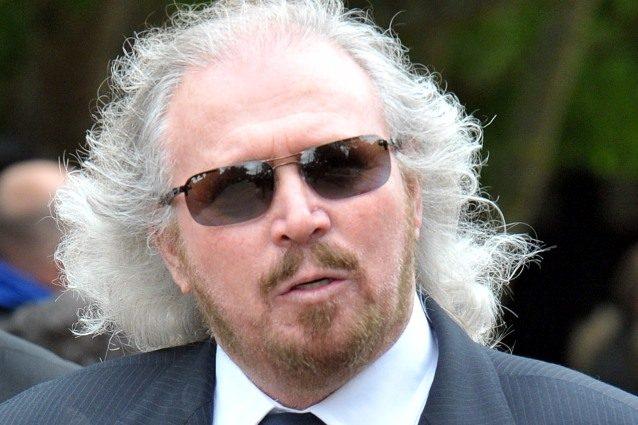 """L'ex Bee Gees Barry Gibb racconta: """"Tentarono di molestarmi quando avevo 4 anni"""""""