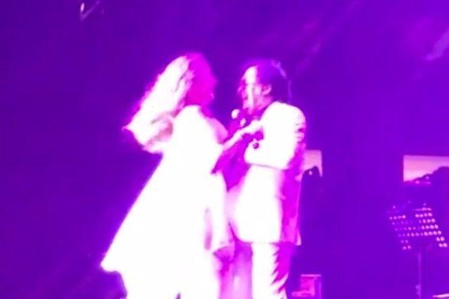 Al Bano e Romina ballano abbracciati sul palco, Loredana Lecciso diserta il concerto
