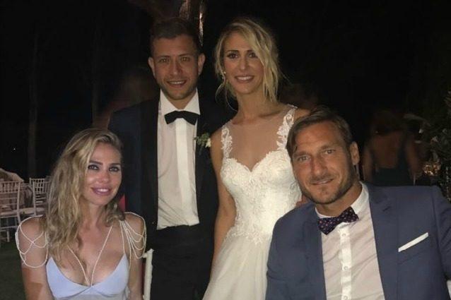 Francesco Totti al matrimonio di Melory Blasi, la sorella di Ilary ha sposato Tiziano Panicci