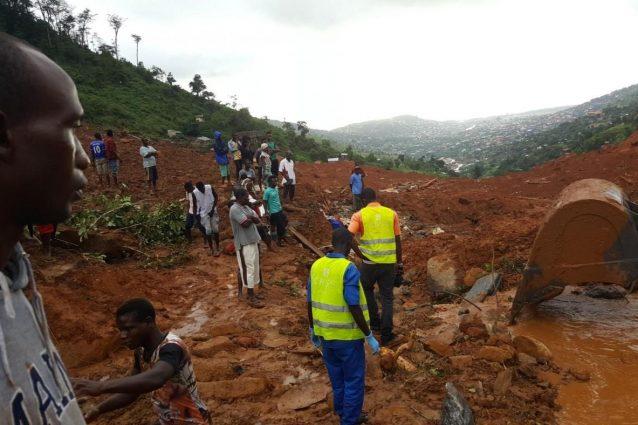 Fiumi di fango sulla capitale, oltre 300 morti