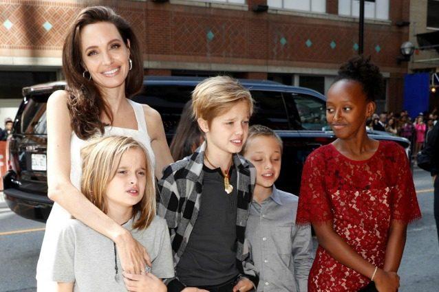 Angelina Jolie mamma adorabile, l'attrice e i figli conquistano il red carpet di Toronto